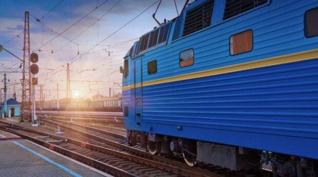 Укрзалізниця хоче позбутися найзатишнішої речі в поїзді: тепер тільки пластик, тільки хардкор
