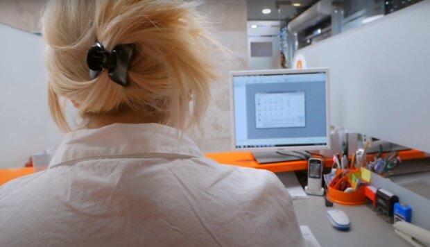 у нотаріуса, скріншот з відео