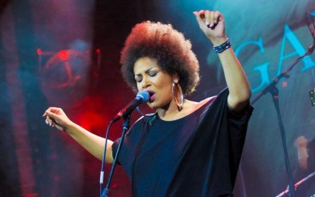 Гайтана празднует день рождения: лучшие клипы певицы