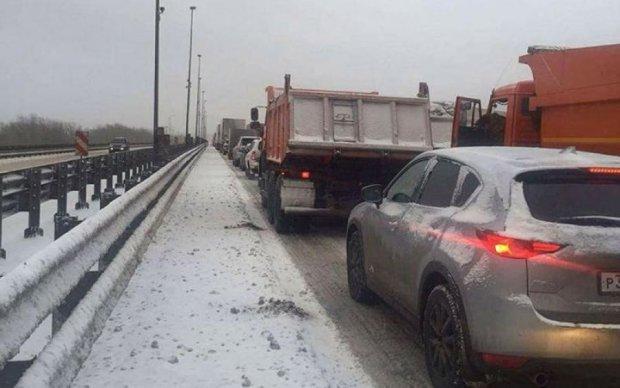 Фуры заблокировали Киев, у водителей сдают нервы