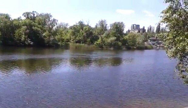 Под Днепром двухлетний малыш утонул в реке - отец отвернулся на секунду