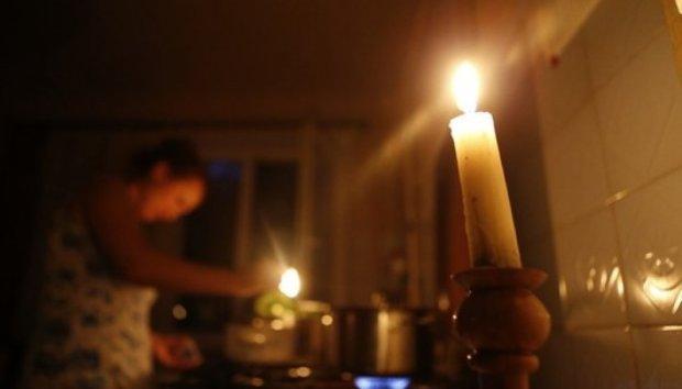 У Дніпрі масово відключать світло: кому пощастить повечеряти при свічках
