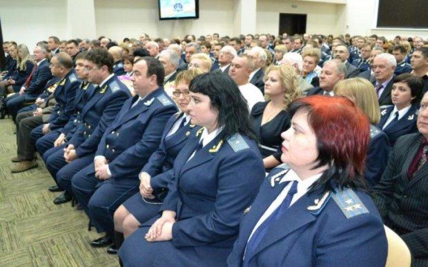 Бідні родичі: Луценко розповів про підвищення зарплат прокурорам