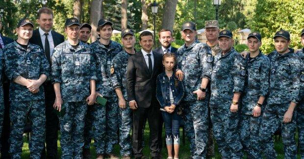"""""""Я приеду"""": Зеленский пообещал погулять на свадьбе уволенного моряка"""