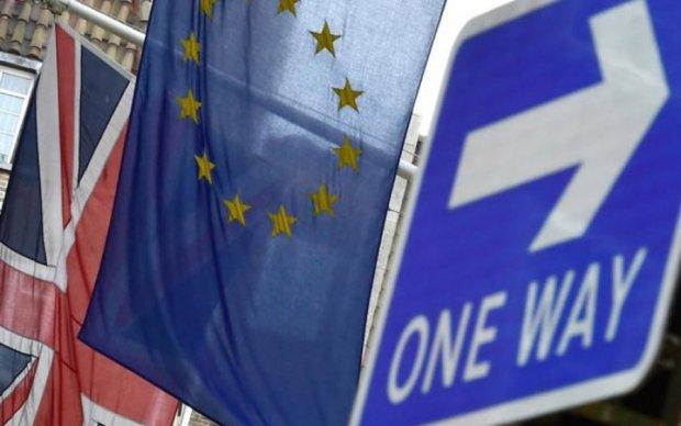 """ЕС """"с сожалением"""" позвал Британию за стол переговоров"""