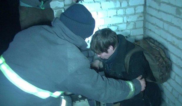 Підлітки застрягли в підземному бункері (фото, відео)