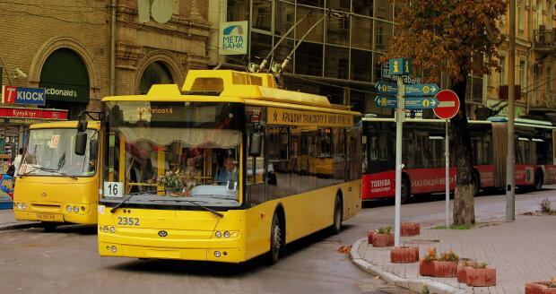 Под Днепром обстреляли троллейбус с людьми, несчастные онемели от ужаса: подробности дерзкой атаки