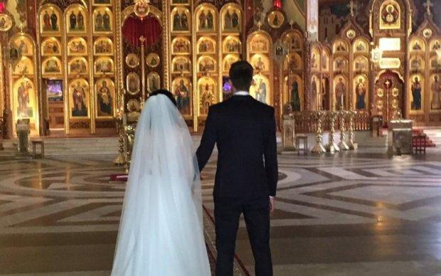 Український футболіст польського клубу показав весільні фото