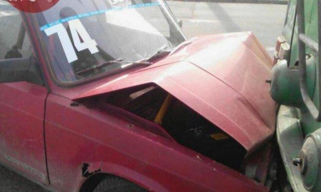Дрифтер на Lada протаранив столичний тролейбус