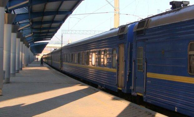 Поїзд на вокзалі, фото: скріншот з відео