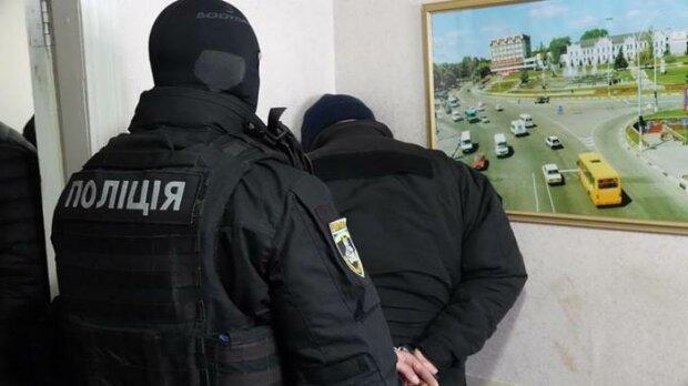 """Нары с удобствами: под Киевом конвоиры с наркотиками и алкоголем """"обслуживали"""" задержанных"""