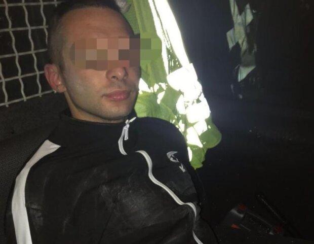 29-летний мужчина похитил 4-летнюю девочку на Бориспольской АЗС — пока родители не видели