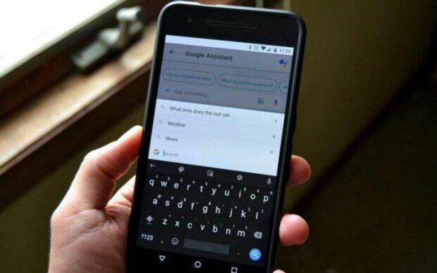 Клавиатура Google начала предлагать пользователям непристойности