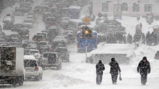 Снег превратил Киев в сплошную пробку: куда лучше не ехать
