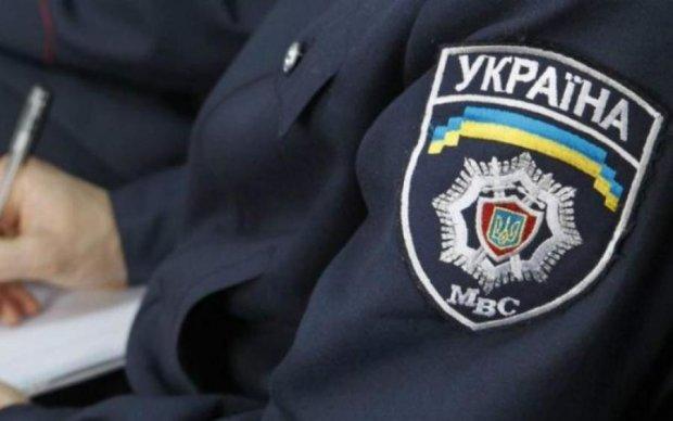 Скандальний заступник начальника поліції Дніпропетровської області обіймає свою посаду незаконно?