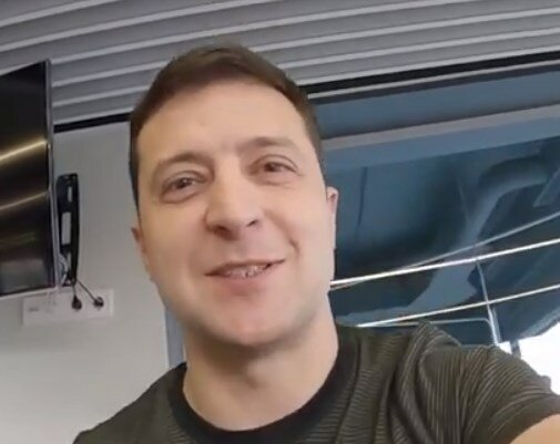 """Владимир Зеленский, кадр из видео """"Откровенно с Президентом"""""""