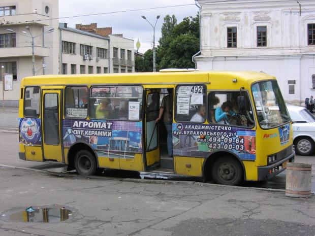 Пасажир нахабно вимагав говорити роcійською, покарали всією маршруткою: найкращий приклад українізації