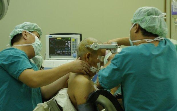 Трепанация черепа и запуск сердца: как медики спасали убийцу Вороненкова