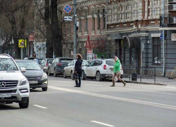 Відчайдушні львів'янки з немовлятами влаштували ігри на виживання посеред дороги, - водії посивіли
