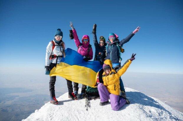 Український прапор підняли на вершині Арарату, фото з Фейсбук