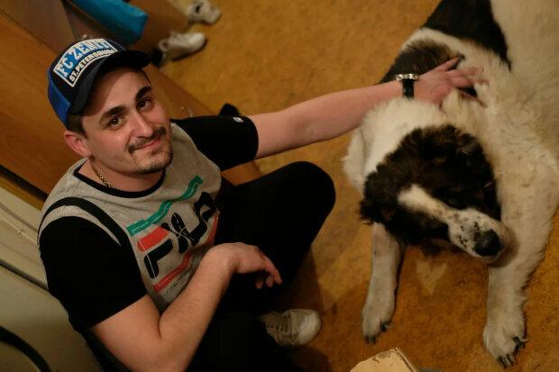 Мальчику, которого воспитала стая собак, исполнилось 27: как он живет сегодня