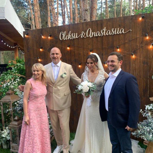Колишня Потапа заявилася на весілля Каменських: з чорним хрестом і у білій сукні