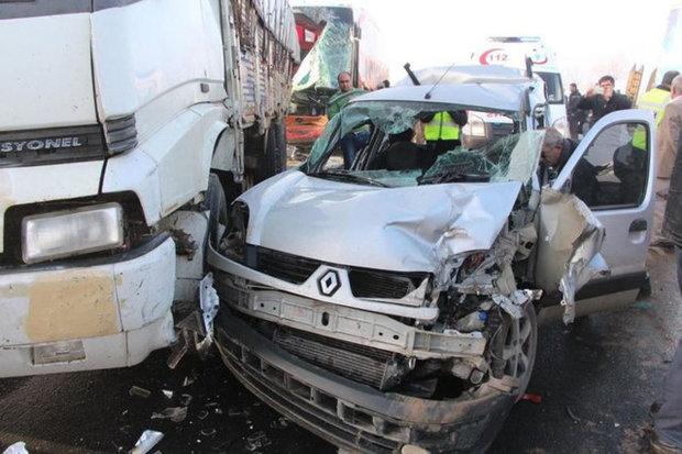 Автобус на полной скорости снес пять автомобилей и протаранил толпу людей: много жертв