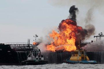 Танкер протаранив військовий фрегат: море перетворилося на нафтову пастку, постраждали сотні військових та цивільних
