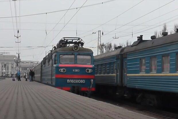 """До Тернополя повернулися потяги Укрзалізниці, """"заморожені"""" на карантин"""