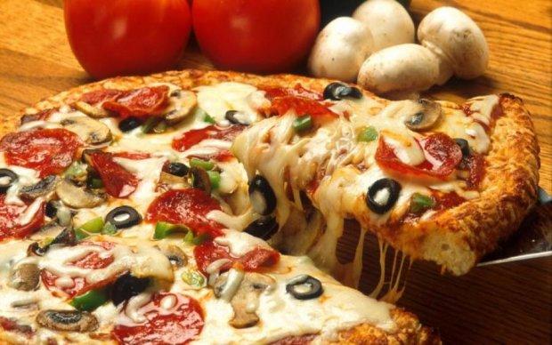 Швидко і смачно: рецепт піци на сковороді за 10 хвилин