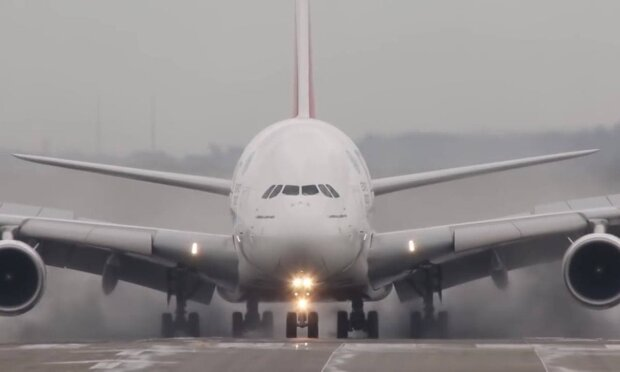 Літак / скріншот з відео