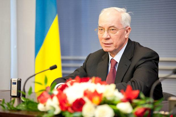Євросоюз зняв санкції з Азарова