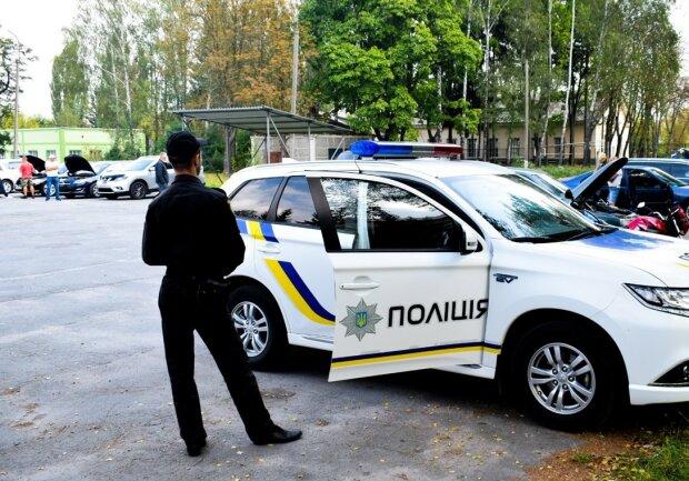 Слабоумие и отвага: горе-преступник под Киевом украл полицейское авто и попался через 10 минут