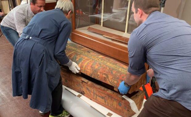 Відкрили кришку, а там - Бог: тисячолітній саркофаг приховував найсвятіше