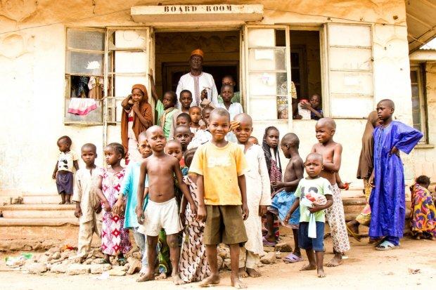 Благотворительность как смысл жизни: 99-летняя женщина за 2 года сшила 840 комплектов одежды для нуждающихся африканских детей. Это вселяет надежду