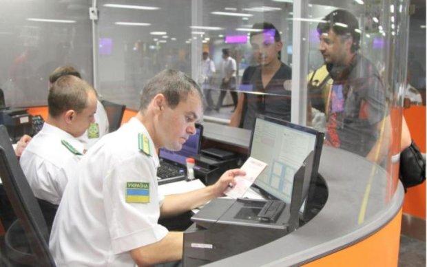 Разоблачили полсотни фирм: как действуют визовые мошенники в Украине