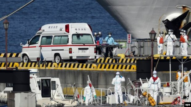 лайнер Diamond Princess в Японии, фото EPA