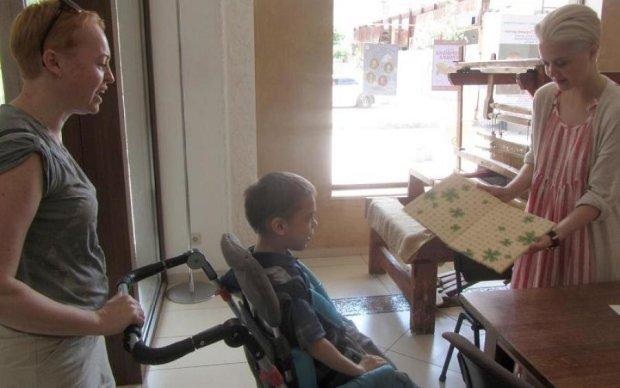 Солодке не для всіх: ROSHEN відмовив дитині з ДЦП