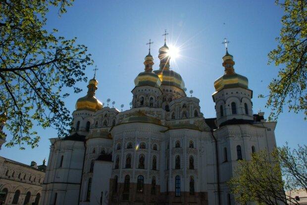 Коронавирус добрался до верующих украинцев, теперь только онлайн-служения и никаких обнимашек