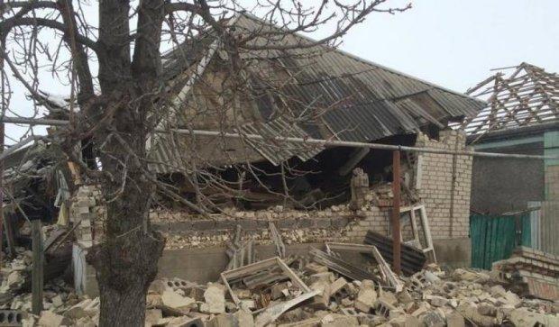 Обстріл Станиці Луганської: є поранені, перебито газогін