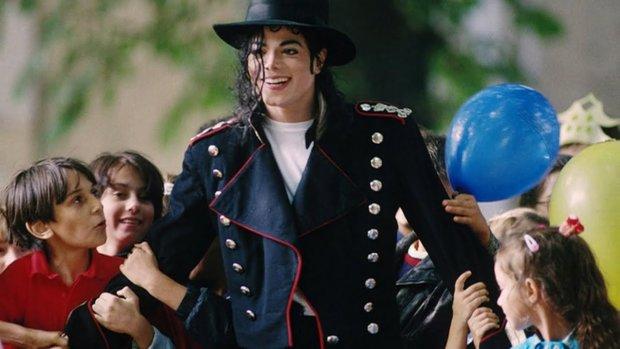 """""""Покидая Неверленд"""": миру показали скандальный фильм об извращениях Майкла Джексона"""