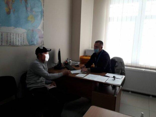 В Чернівцях примусово повернуть громадянина РФ, фото dmsu.gov.ua