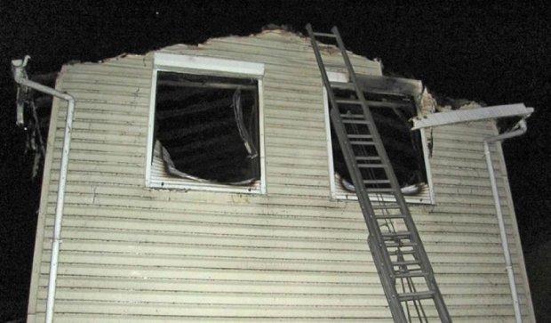 Спасатели потушили пожар в двухэтажной даче за час (фото)