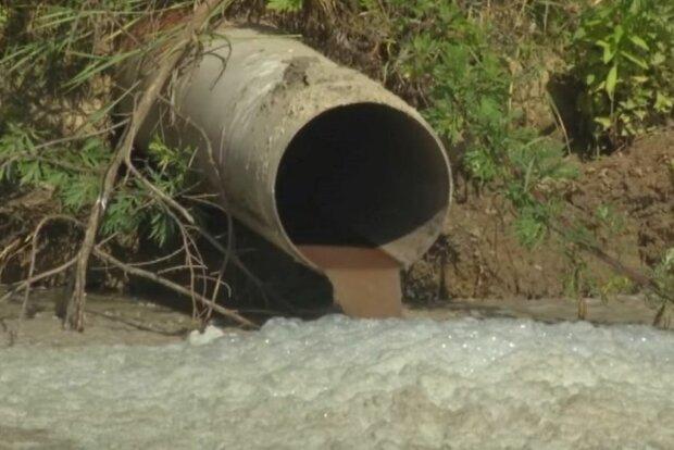 Водоканал під Вінницею перетворив річку в помийну яму, люди повстали: чиновники відповіли мовчанням