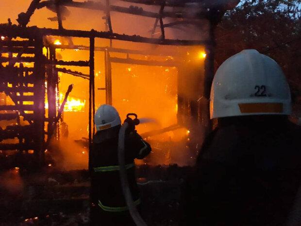 П'яний вінничан влаштував вдома крематорій, долю вирішила цигарка: подробиці з вогню