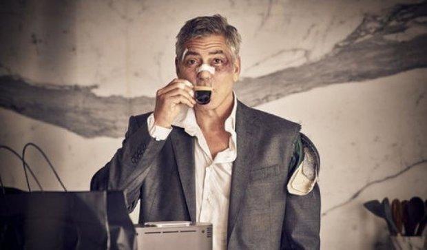 Джорджа Клуни спустили с лестницы