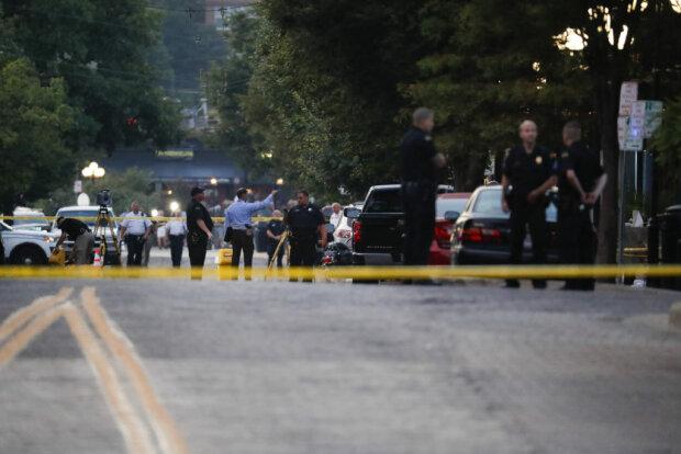 Вечірку в коледжі перервали постріли, невідомий перетворив студентів у криваве місиво: відео