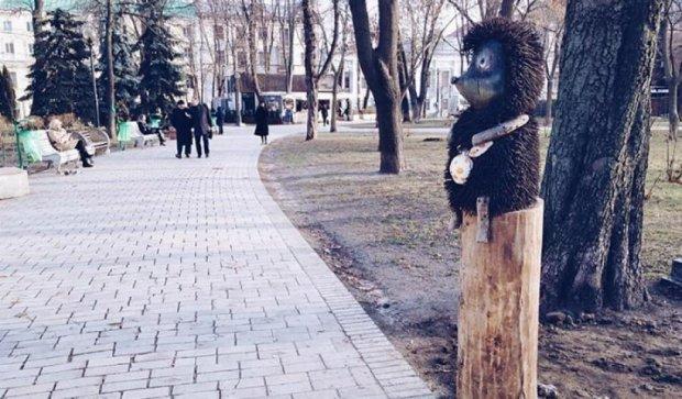 «Ежика в тумане» перевезли в парк Шевченко (фото)