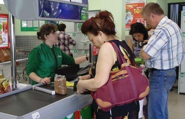 Українцям дали добу на витрату дрібних грошей: які номінали треба швидко діставати зі скарбнички