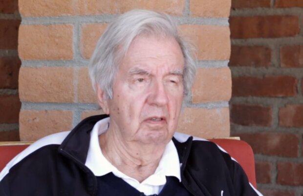 Ларрі Макмертрі, кадр з відео